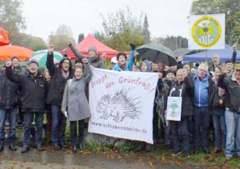 Schreberrebellen demonstrieren für den Erhalt der Hamburger Kleingärten und Grünflächen